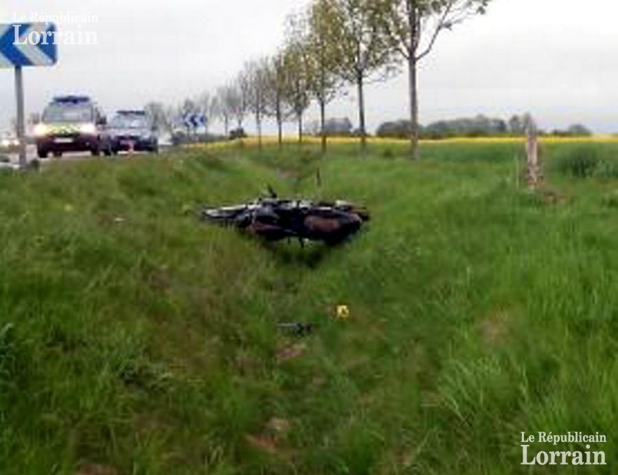 le-motard-a-percute-un-panneau-de-signalisation-aux-environs-de-6h30-hier-matin-photo-dr