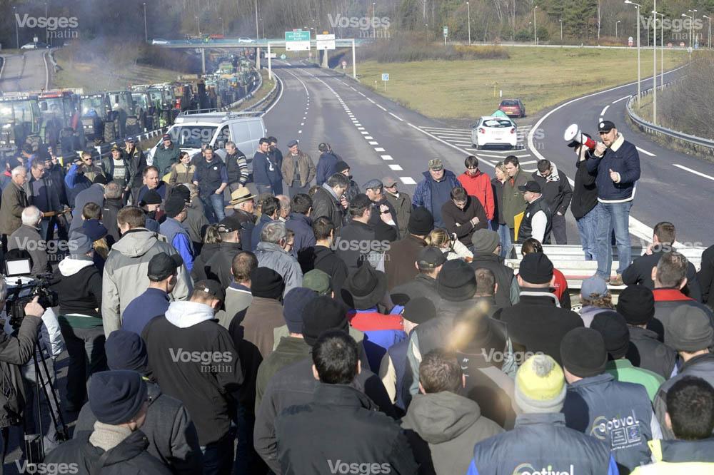 manifestation-agriculteurs-sur-la-rn57-jean-charles-ole