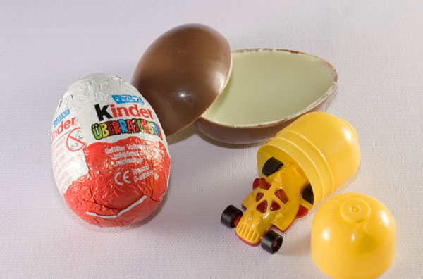 kinder-surprise-fake