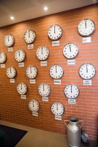 RESTAURANT-BOUTIQUE-VOID-VACON-EN-PASSANT-PAR-LA-LORRAINE-horloges