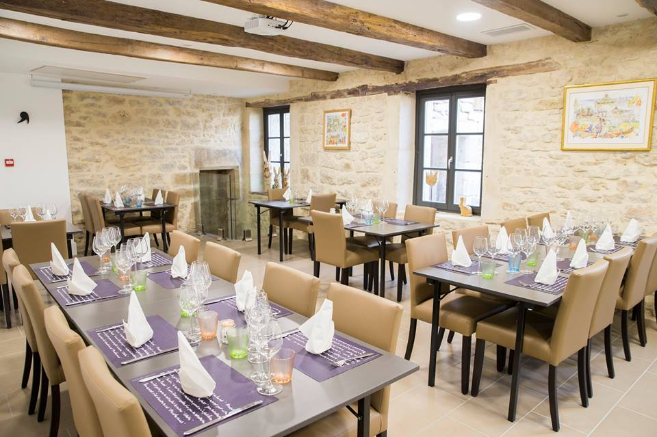 RESTAURANT-BOUTIQUE-VOID-VACON-EN-PASSANT-PAR-LA-LORRAINE-table