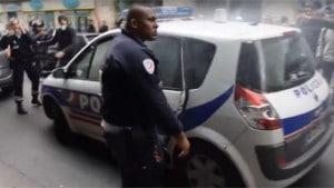 voiture-de-police-incendiee-le-web-salue-le-courage-du-policier-kung-fu-le-lorrain