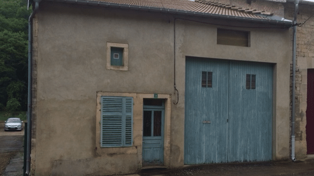 Photo de Jean Baudin. France 3 Lorraine. Habitation de Grégoire Moutaux dans la Grande-Rue à Nant-le-Petit (55).