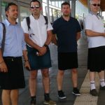 Interdits de bermudas, des conducteurs de bus viennent travailler… en jupe