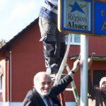 Un maire alsacien refuse le nouveau panneau Grand Est et fait le buzz