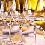 Un maître d'hôtel Lorrain  bat le record du monde avec 46 verres dans sa main