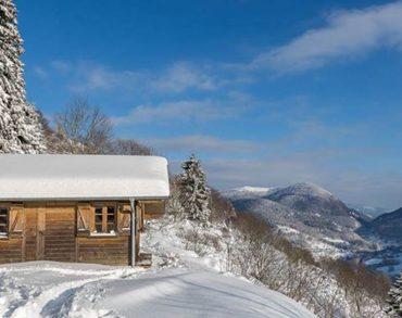 Gagne ta nuit en cabane dans les arbres ou ton forfait de ski à Gerardmer