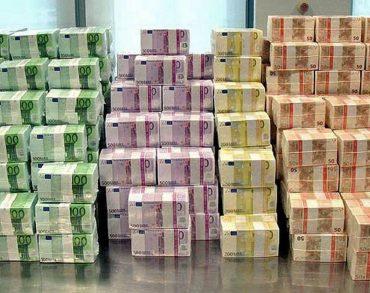[Vidéo] Une porte reste ouverte à Roissy, un SDF repart avec 300 000 euros en liquide
