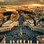 La police a fait irruption chez un prêtre du Vatican en pleine partouze