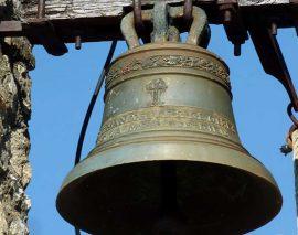 Des vacanciers veulent décaler l'heure des cloches du village car elles sonnent trop tôt