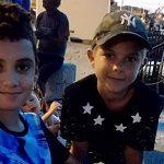 Une mère aide son fils de 12 ans à retrouver un ami de vacances qui habite en Lorraine