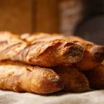 Attaqué à la machette, un boulanger fait fuir son braqueur à coups de pelle à pain
