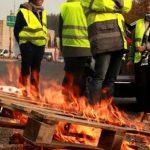 Des agents de la DIR Est en Moselle livrent des palettes aux Gilets jaunes