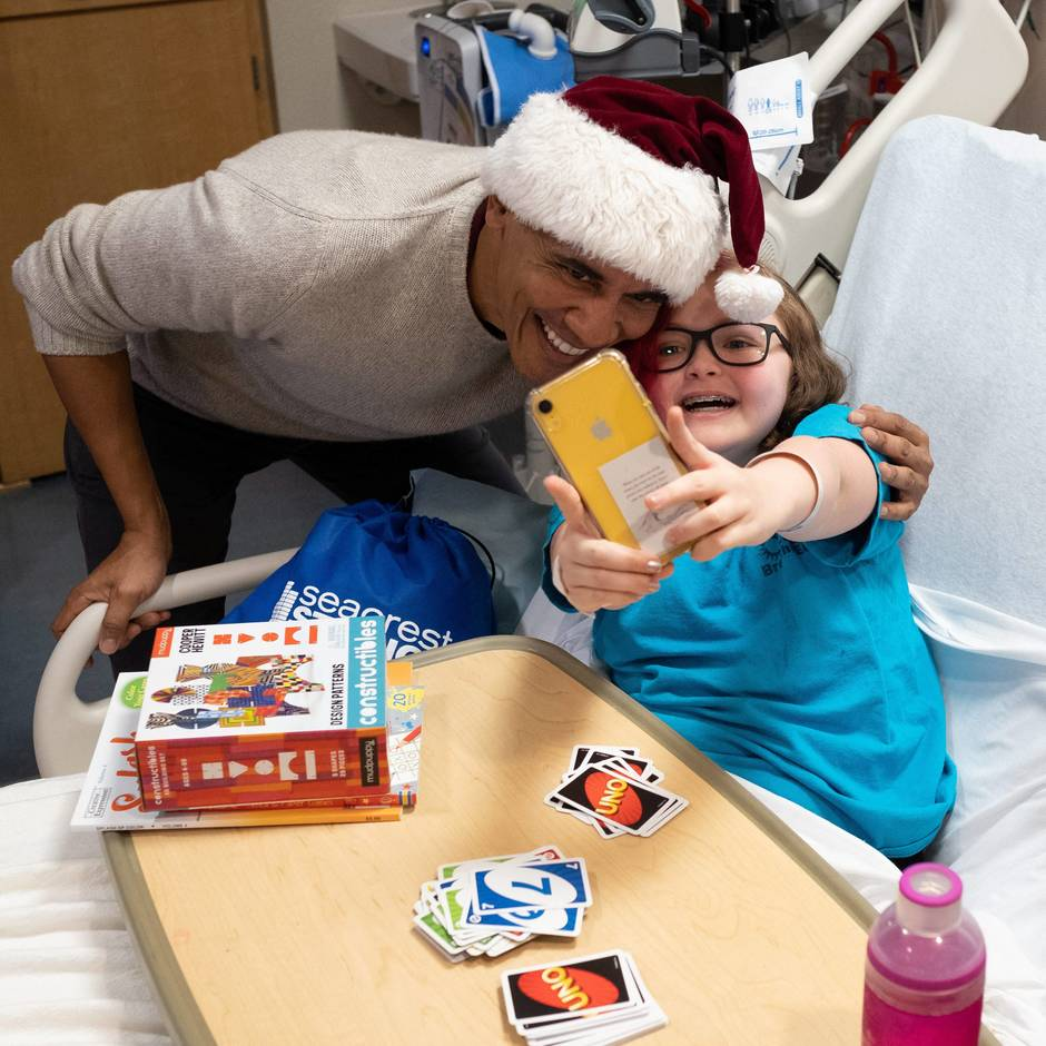 Former President Barack Obama pays Christmas visit to hospital in Washington