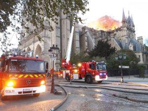 pompier-paris-notre-dame