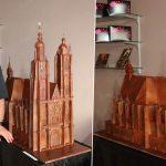 Il reproduit la Basilique de Saint-Nicolas-de-Port, en chocolat