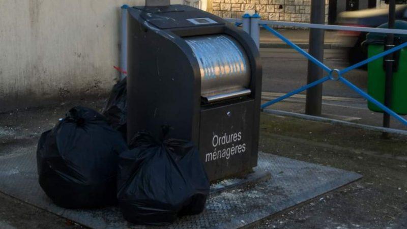 Une camionnette prise en flagrant délit de dépôt sauvage d'ordures